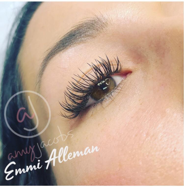 Classic-Eyelashes-Extension